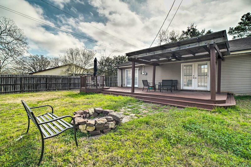 NEW! College Station Abode: ~ 3 Mi to Kyle Field!, holiday rental in College Station