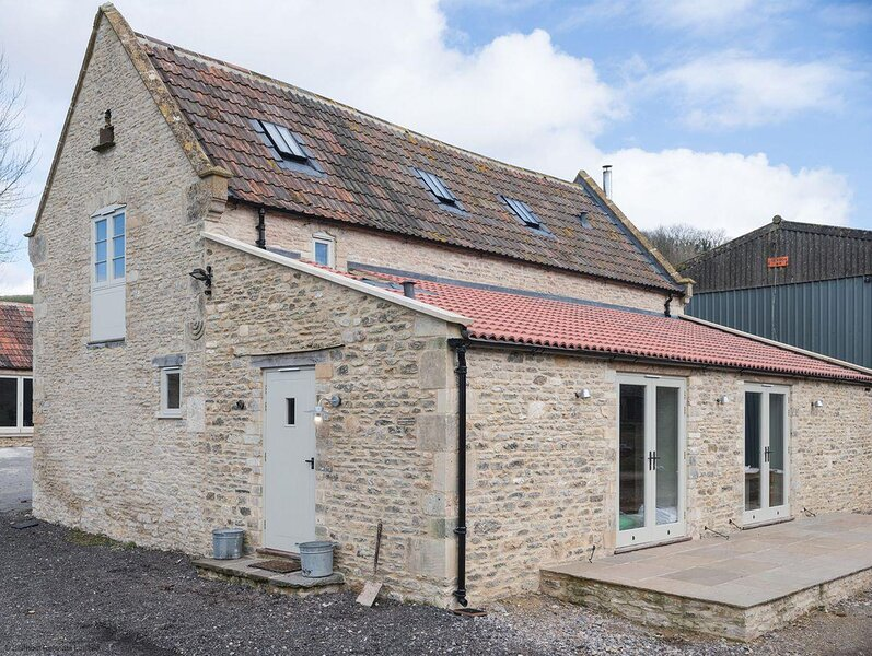 Middle Barn, Dyrham near Bath - sleeps 6 guests  in 3 bedrooms, vacation rental in Pucklechurch