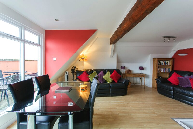 Gorgeous Central 2 Bed with Stunning City Views, location de vacances à Kennford