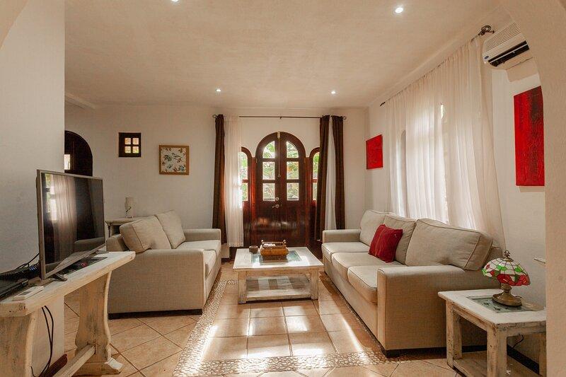Pueblo Colonial - Sunshine Villa, holiday rental in Playa Langosta
