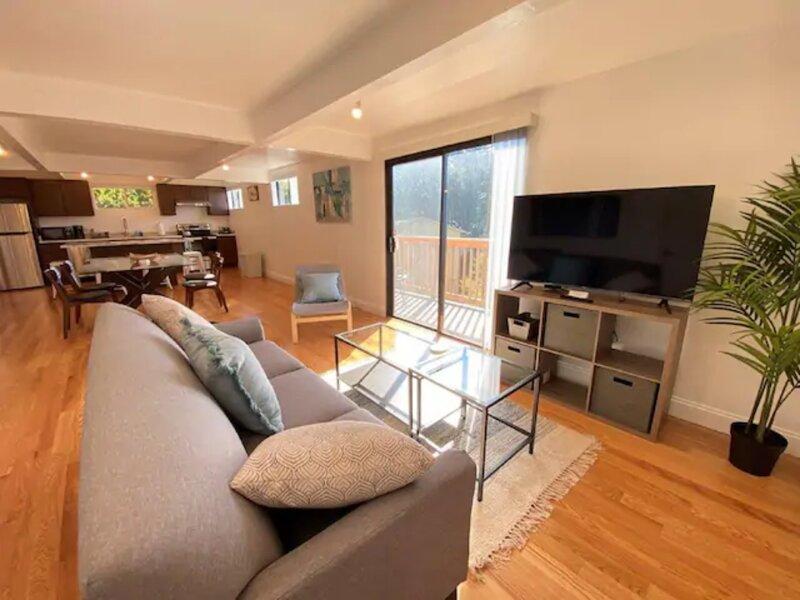 Modern Zen - Large 2 Bedroom in Oakland Hills, holiday rental in Hayward