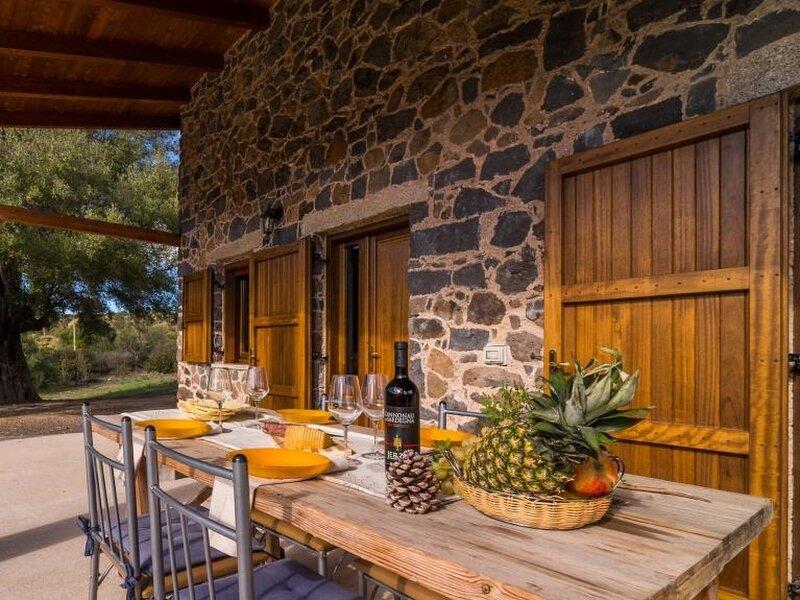 CASA PEDRA 2, holiday rental in Galtelli