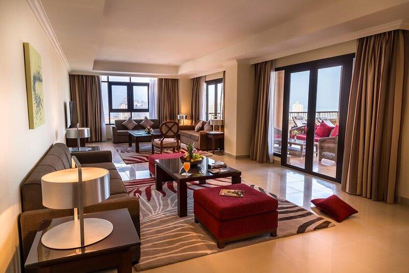 MODERN 139 m² 2-BEDROOM AT PEARL ISLAND, DOHA, holiday rental in Doha