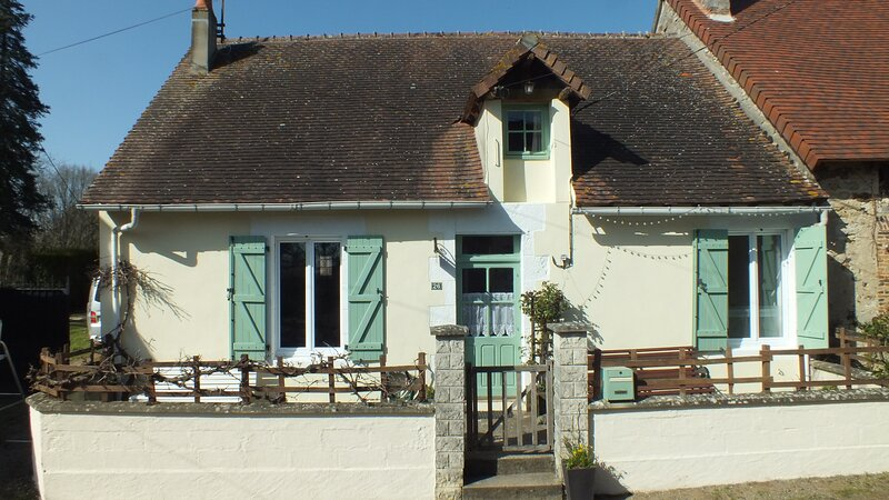 Le Petit Four A Beautiful 3-Bed Cottage in Lignac, holiday rental in Prissac