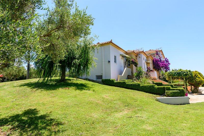 Kyparissia Garden Retreat - Fully Equipped Duplex, holiday rental in Kalo Nero