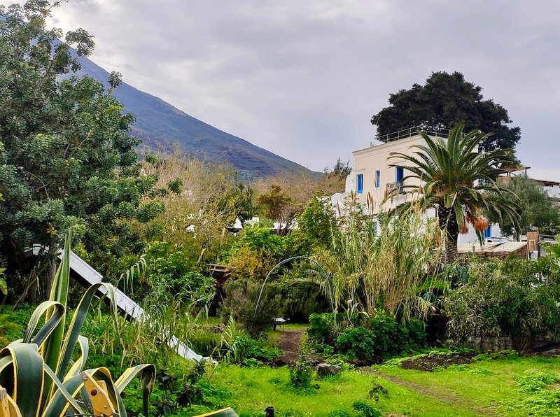 Tipica casa eoliana con due camere da letto, holiday rental in Ginostra