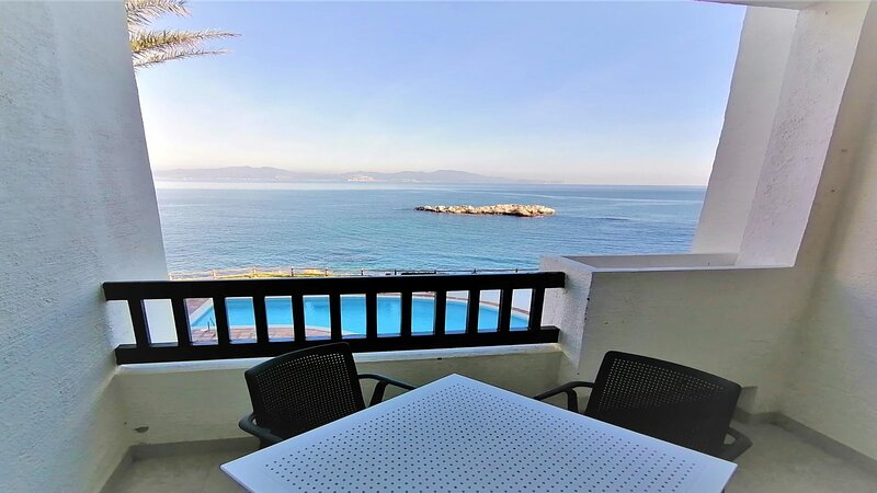 PUNTA ROMANA apartment incredible views of the sea and the pool for 6 people, vakantiewoning in Sant Marti d'Empuries