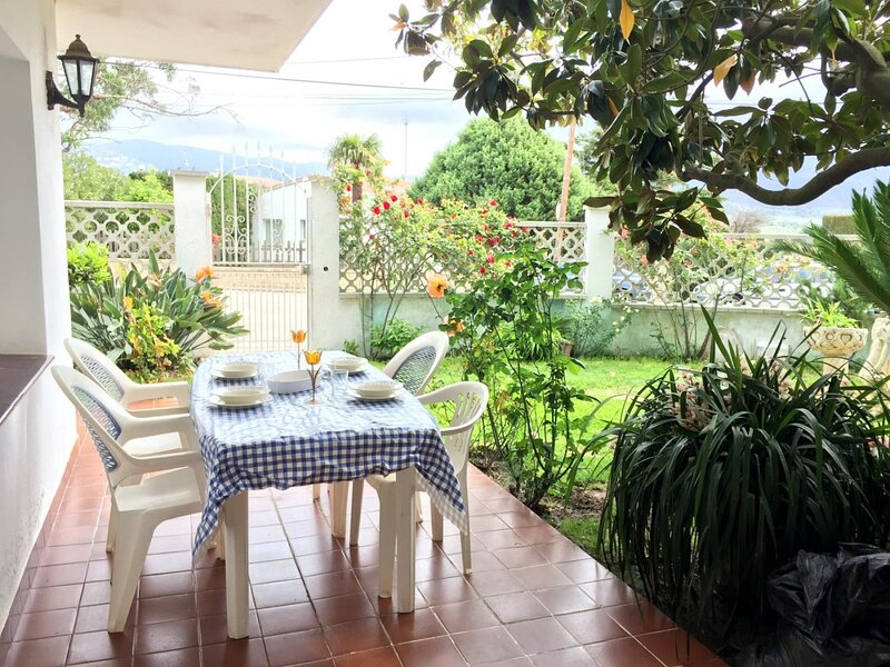 TURO JAR- 3 bedrooms apartment and communal pool in mas Matas area, aluguéis de temporada em Palau-Saverdera