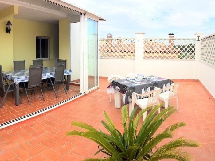 TURO2- 2 bedrooms apartment and communal pool in mas Matas area, aluguéis de temporada em Palau-Saverdera