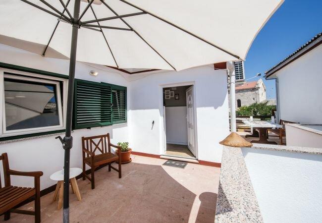 Razanac Holiday Home Sleeps 6 with Air Con and WiFi - 5883083, holiday rental in Razanac