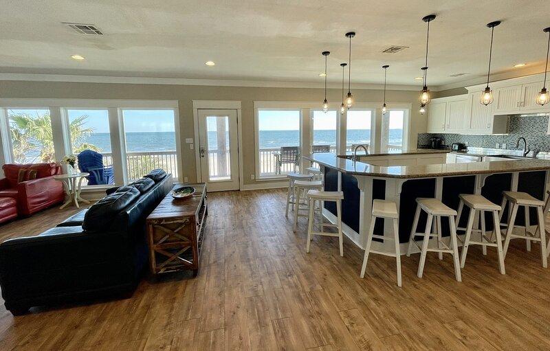 Flooring,Indoors,Hardwood,Building,Floor