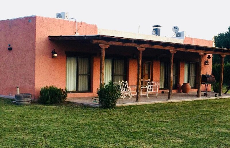 Casa Deluxe - Quiet villa on the vineyards, vacation rental in La Consulta