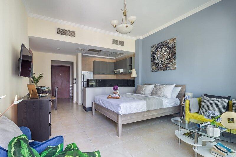 Deluxe & Spacious Studio - close to Dubai Mall!, vacation rental in Hatta