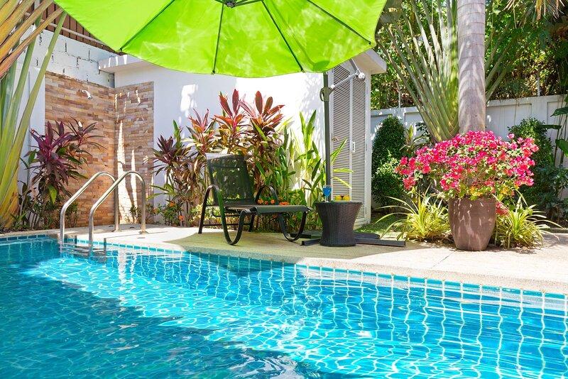 Stylish Aquamarine Villa 3 Br Rawai, holiday rental in Ban Trisuk
