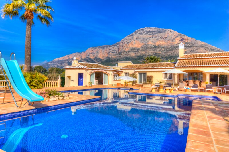 Luxury spacious villa with private swimming pool and stunning views, holiday rental in Javea