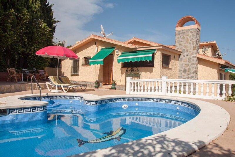 Amazing villa with swimming-pool, alquiler vacacional en Almayate Alto