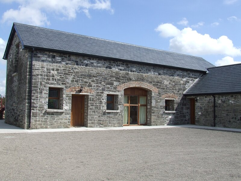 Duffys Ballybin - The Cowshed  - 4-Star Accommodation, vacation rental in Trim