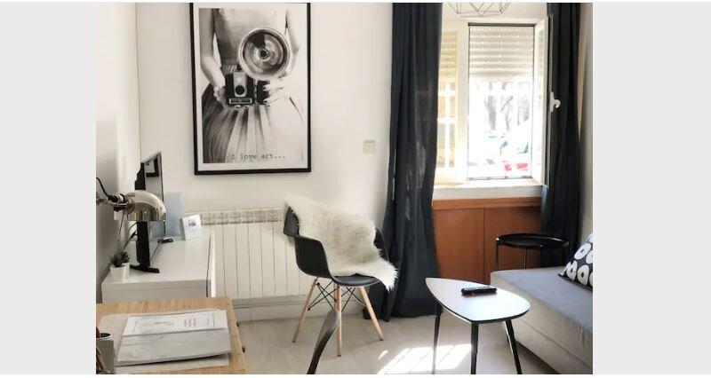 Encantador Apartamento a 3 paradas de Plaza de España con Aire Acondicionado, location de vacances à Las Rozas