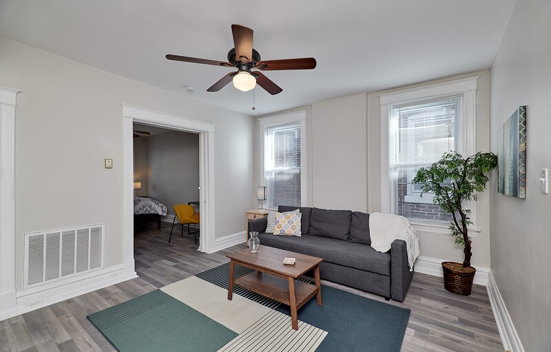 Forest park, Science Center, BJC & CWE eats - FL2, holiday rental in Maplewood