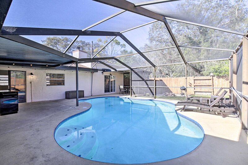 NEW! Safety Harbor Home w/ Fire Pit, 1 Mi to Pier!, vacation rental in Safety Harbor