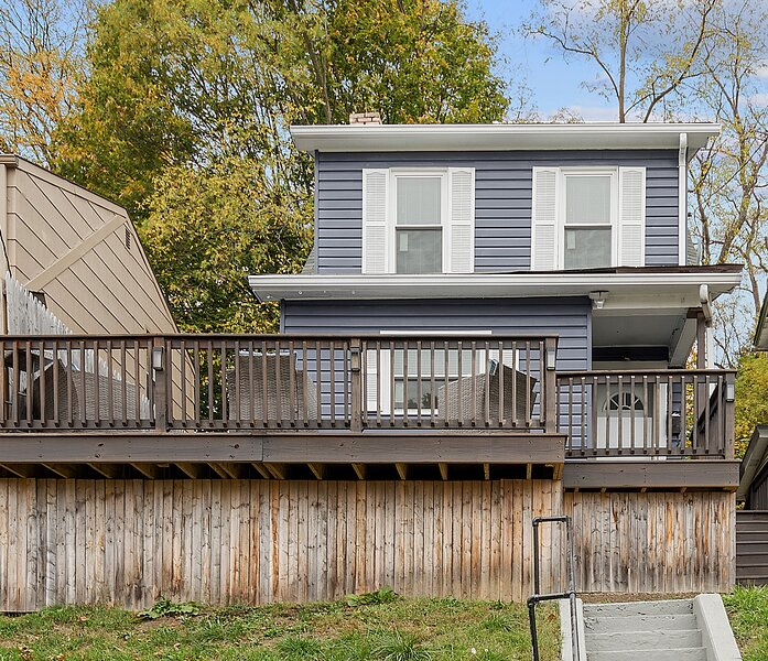 ✔City View✔Wrap around deck✔Parking✔5min→Heinz/PNC, vacation rental in Pittsburgh
