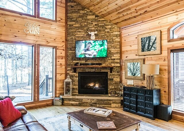 Time Well Spent Cabin! Spacious! Luxurious! 3 BR; 2.5Bath; Hot Tub; Decks!, holiday rental in Broken Bow