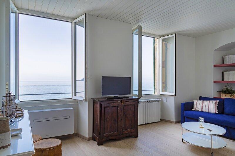 Il Mare di Camogli da un oblò, vacation rental in Camogli