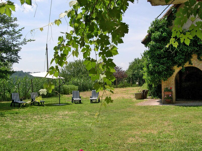 Cascina Calore (AST242), vacation rental in Cortiglione
