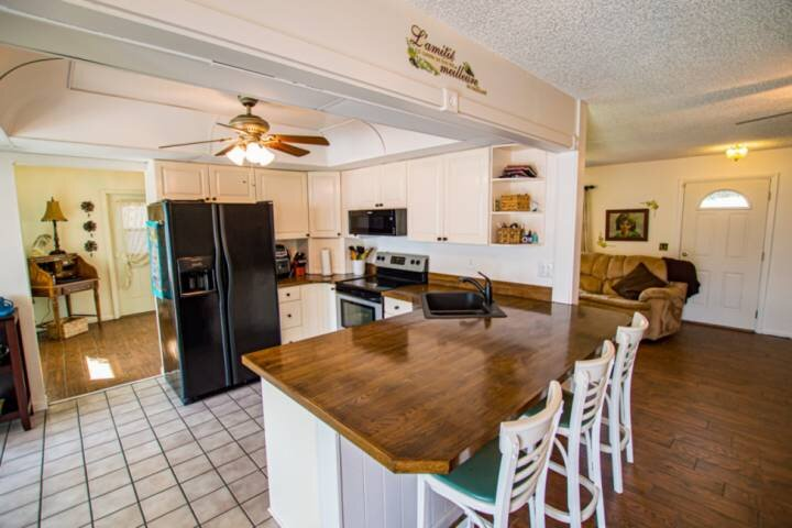Fully equipped kitchen with three bar stools