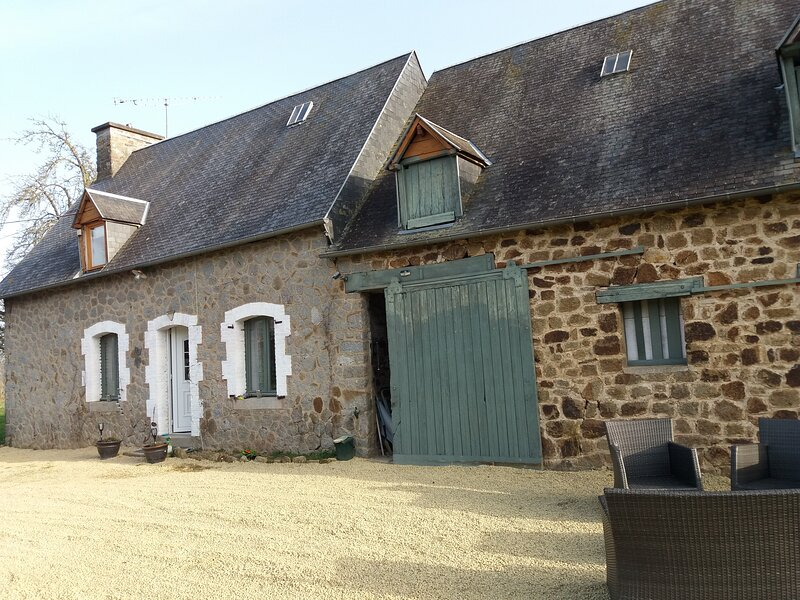 Impeccable 2-Bed Cottage in villechien – semesterbostad i Saint-Hilaire-du-Harcouet