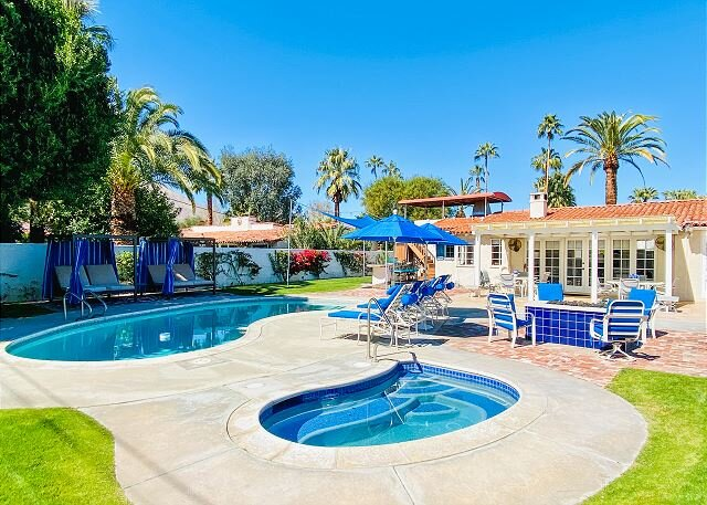 Backyard Paradise in Movie Colony East with Pool, Hot Tub & Fire Pit, alquiler de vacaciones en Palm Springs