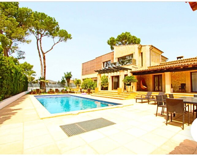 Beautiful villa with pool a few meters from the beach, restaurants, shops etc..., holiday rental in Santa Ponsa
