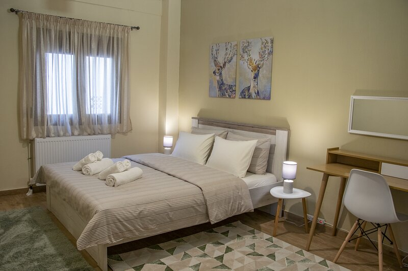 2-Bed Apartment/Private back yard in Thessaloniki, holiday rental in Triandria