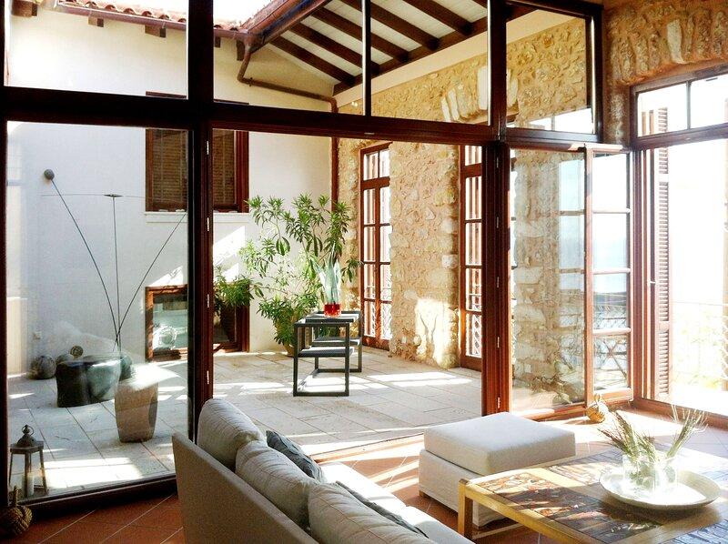 Gytheio Retreat, Panoramic Sea View apartment, vacation rental in Karavostasi