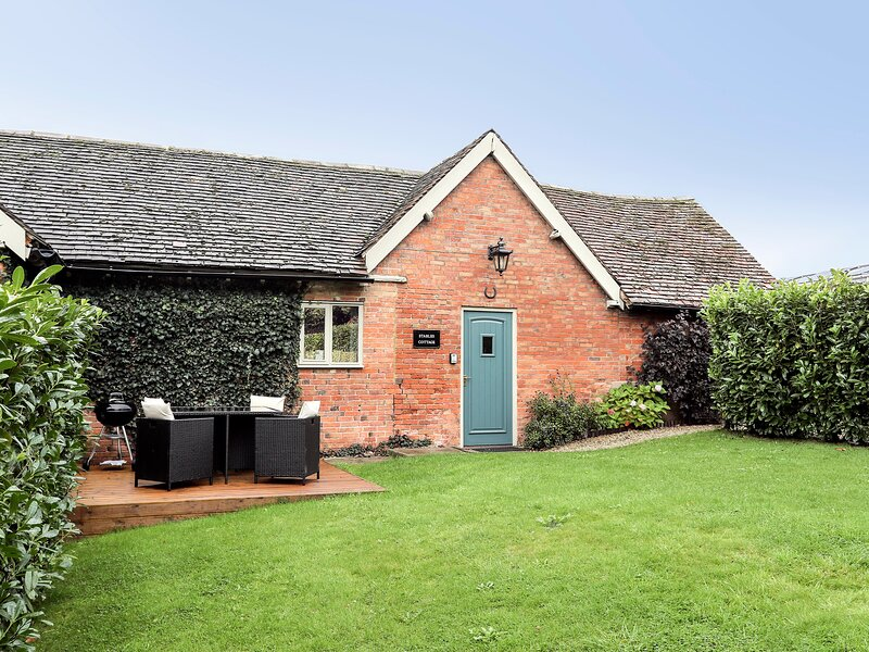THE STABLES, family friendly, luxury holiday cottage, with a garden in, location de vacances à Henley in Arden