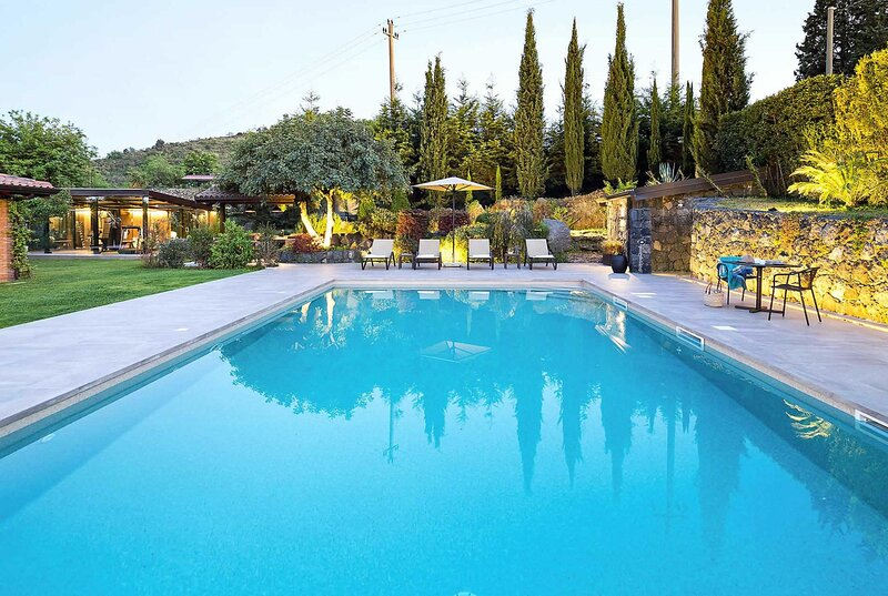 spacious villa private pool a/c and wifi, holiday rental in Trecastagni