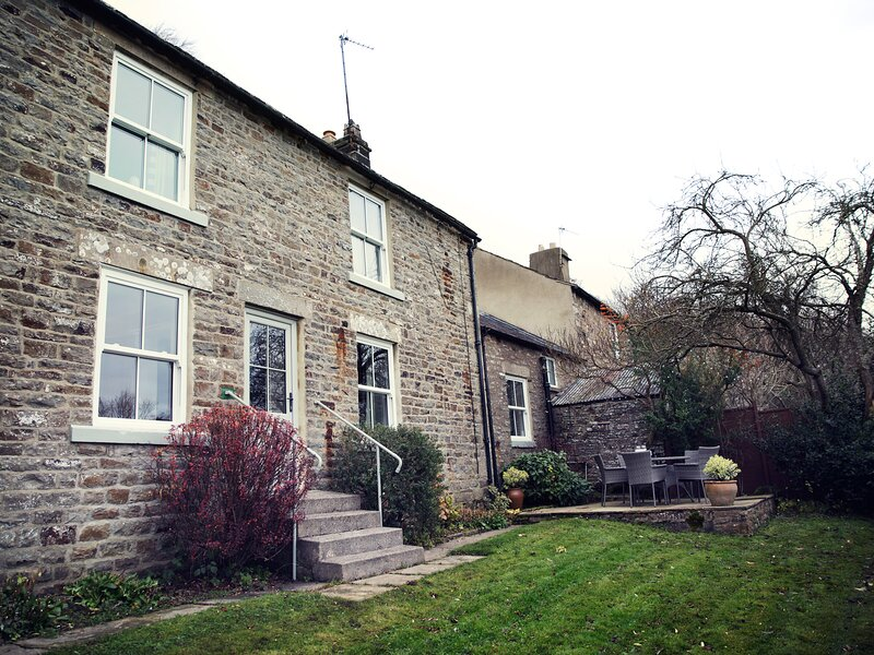 WEST HOUSE, family friendly, character holiday cottage, with a garden in, location de vacances à Mickleton