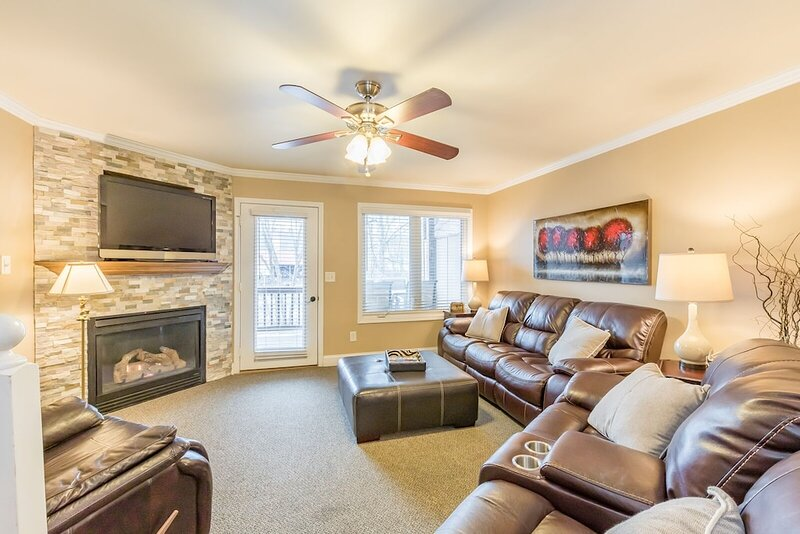 A Way Down Yonder | 3BR 3.5BA Riverfront in Helen | Hot Tub | Pool Table | Wi-Fi, holiday rental in Helen