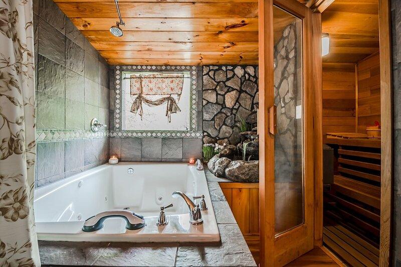 Creek & Garden Cottage | 2BR 2BA | Cedar Sauna | Hot Tub | Trout Fishing, holiday rental in Demorest