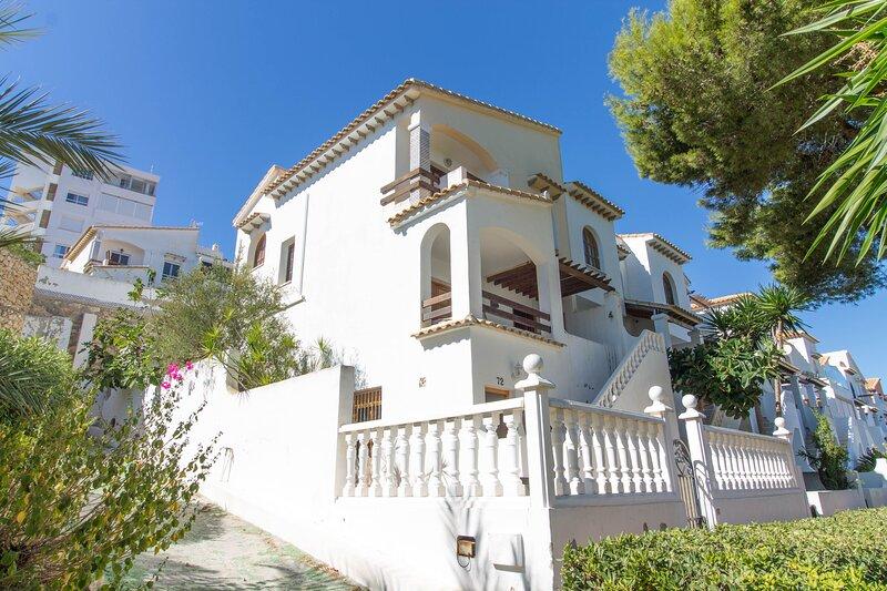Sea View 3 Bedroom End of Terrace House, location de vacances à Monte Faro