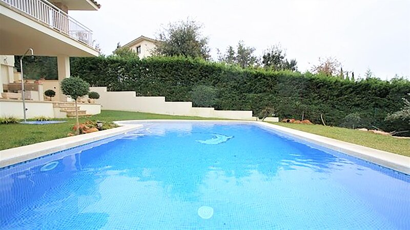 LOLA Apartment with private pool and private garden, maximum 6 people, vacation rental in Albons