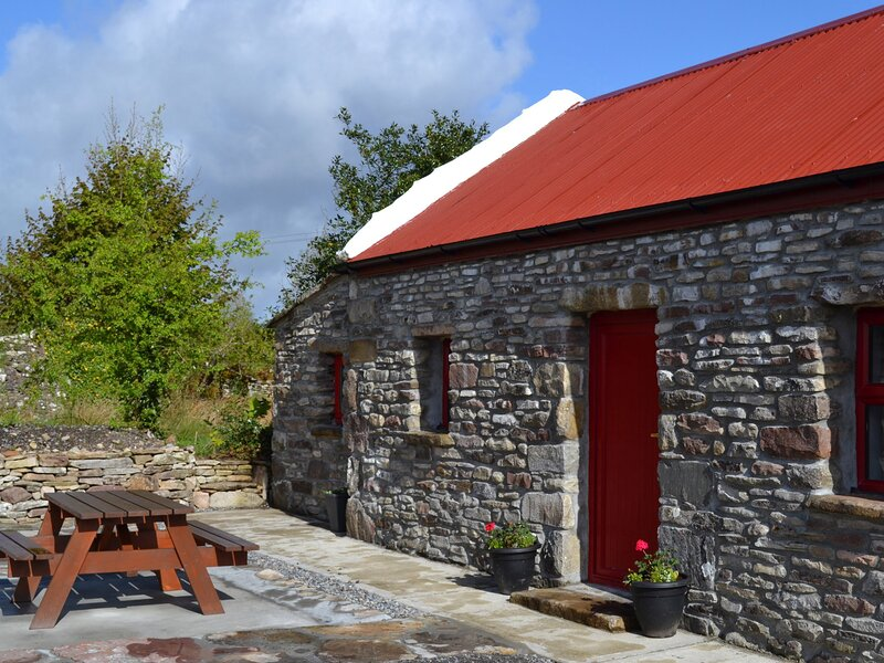 Ireland West Farm Stay, Charlestown, County Mayo, holiday rental in Cloonacool
