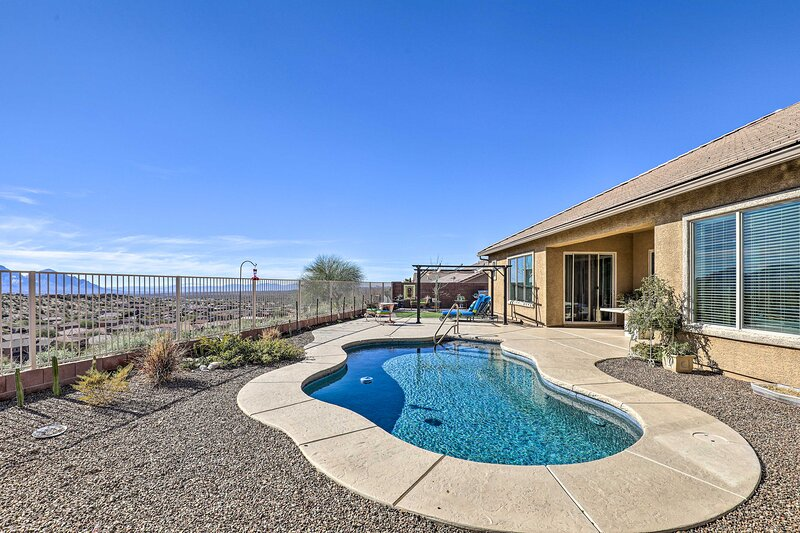 NEW! Tucson Home w/ Private Pool & Mountain Views!, holiday rental in Oracle