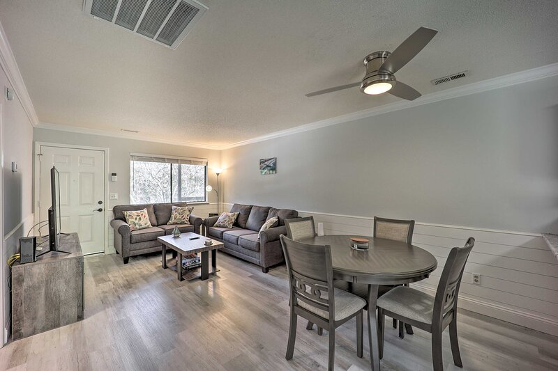 NEW! Updated Wilmington Retreat, 2 Miles to UNCW!, vacation rental in Leland