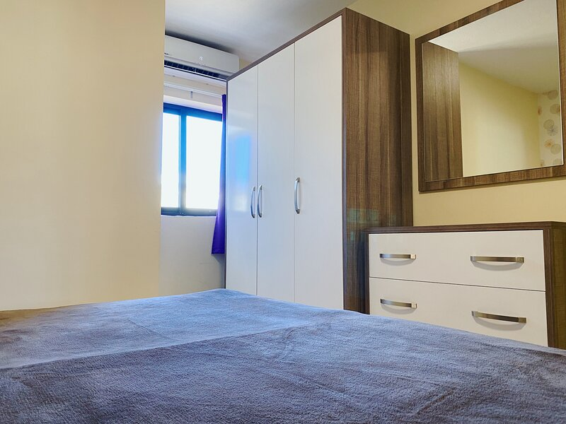 Modern 2-Bedroom Apartment in Cast Apartments, location de vacances à Il Gzira