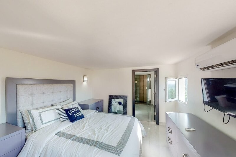 Saint Ridge at Coral Views, French Harbor – semesterbostad i French Harbour