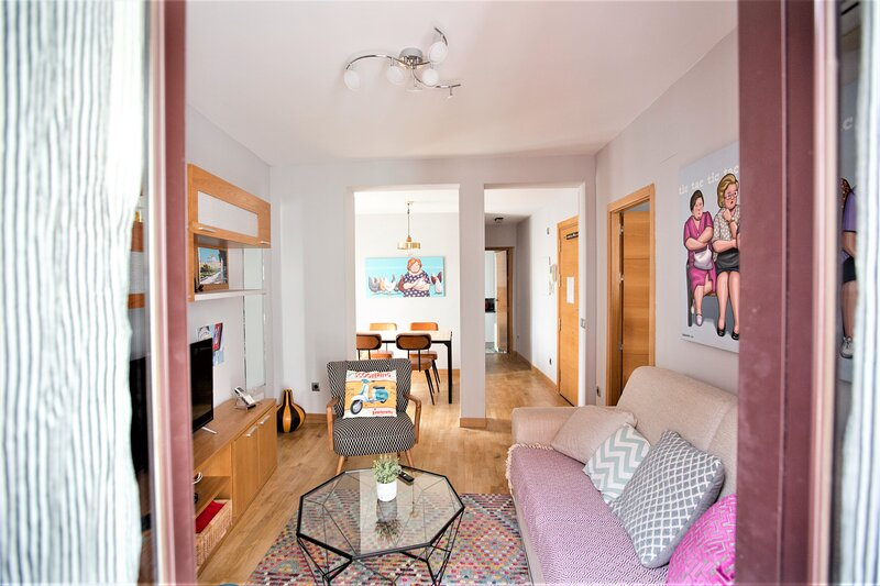 A REAL HOME FROM HOME-CENTRE- INSTANT CONFIRMATION, holiday rental in Madrid