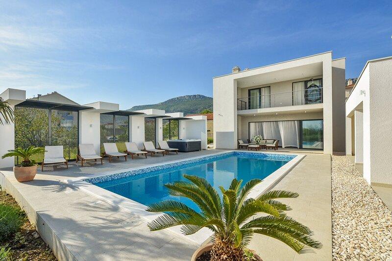 Beautiful Villa Formosa, in Dalmatia, casa vacanza a Kastel Luksic