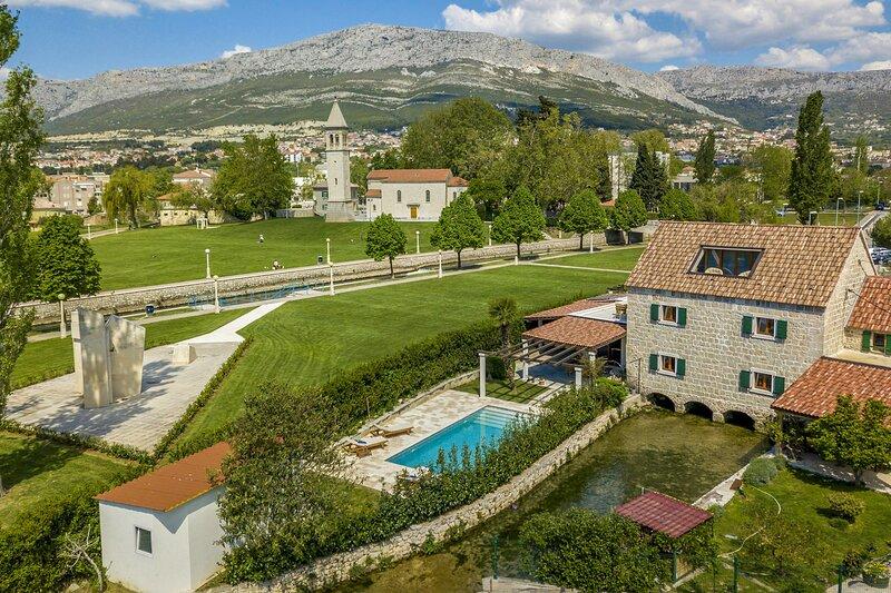 Beautiful Villa Draga, in Dalmatia, with a Pool, location de vacances à Solin
