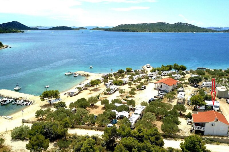 More - near pebble beach: A1(4+1) - Drage, holiday rental in Drage